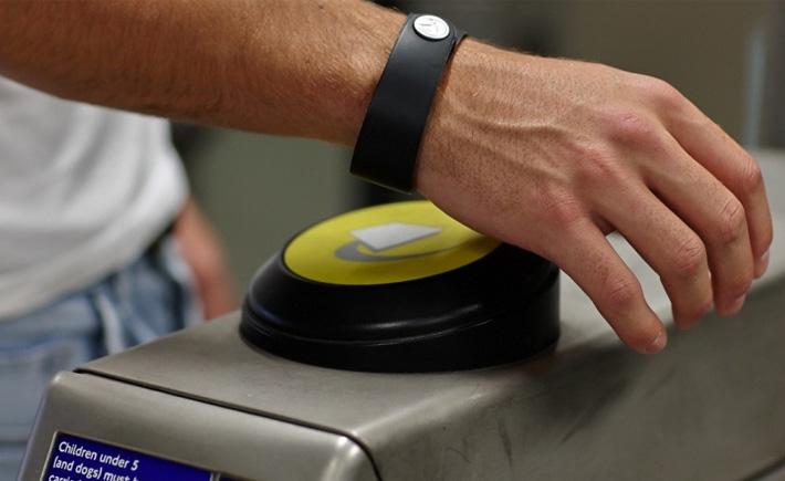bPay Barclays, un bracelet connecté