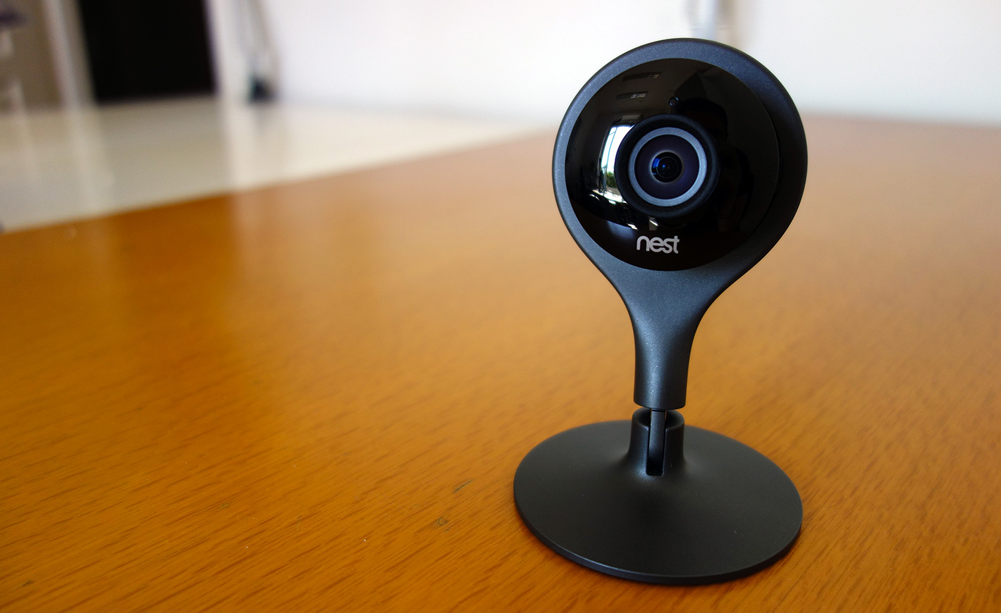 test de la nest cam une cam ra de surveillance connect e. Black Bedroom Furniture Sets. Home Design Ideas