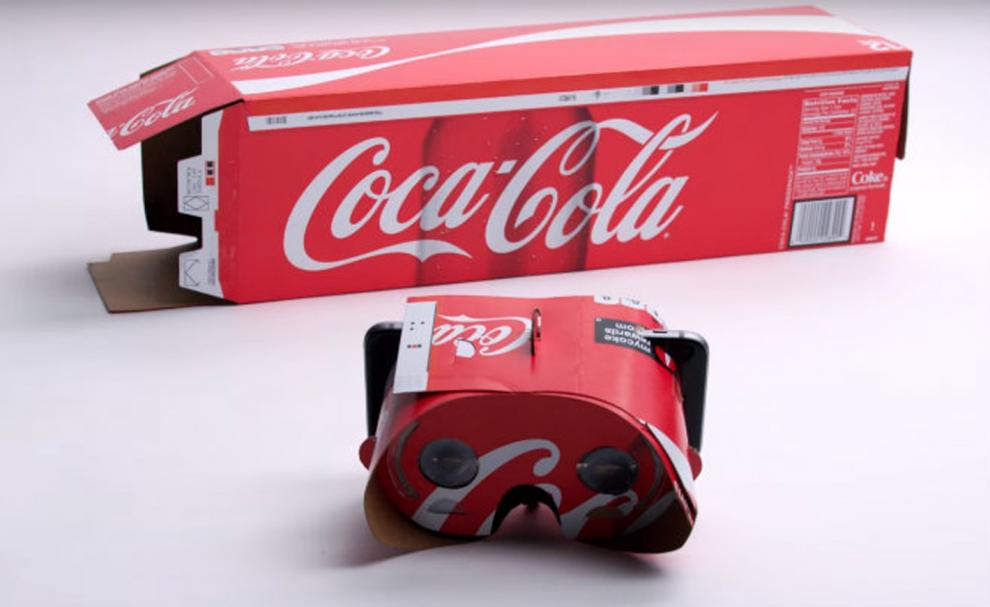 Un casque VR issu d'un emballage de Coca
