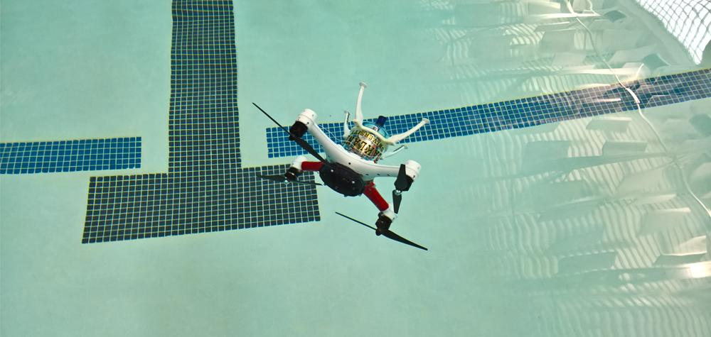Le LoonCopter nage sous l'eau