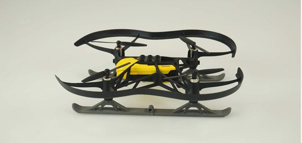 Un drone qui fait du ski