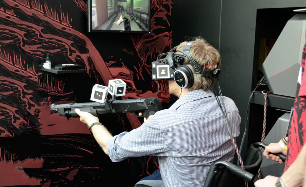 Un joueur essaye le Star VR