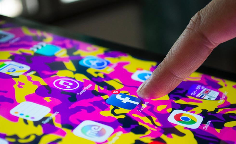 Avis aux utilisateurs iOS, l'application Facebook pourrait vous espionner