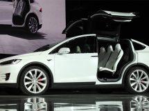 Tesla Model X pilote automatique