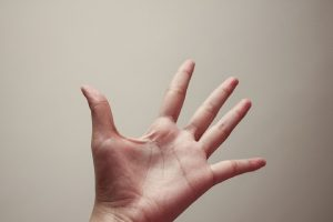 Une main